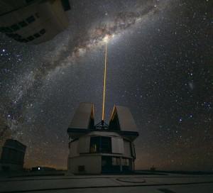 Laser per la correzione delle turbolenze atmosferiche all'European Southern Observatory's Very Large Telescope.