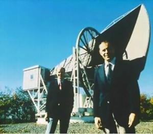 Wilson e Pensias con la loro antenna scoprirono la Radiazione Cosmica di Fondo. Per questo vinsero il Premio Nobel nel 1978.
