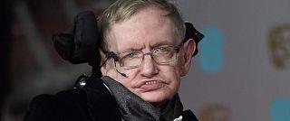 """Stephen Hawking: """"La razza umana per sopravvivere dovrà abbandonare la Terra"""""""