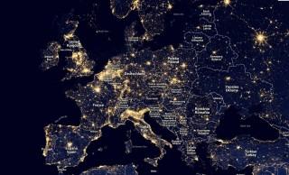 La strategia europea 2020 prevede che entro il 2020 si aumenti almeno del 20% l'efficienza energetica rispetto al 1990. Da come è illluminata la Penisola Italiana vista di notte dallo spazio direi che in realtà c'è ancora molto da lavorare sul fronte dell'effficientamento.